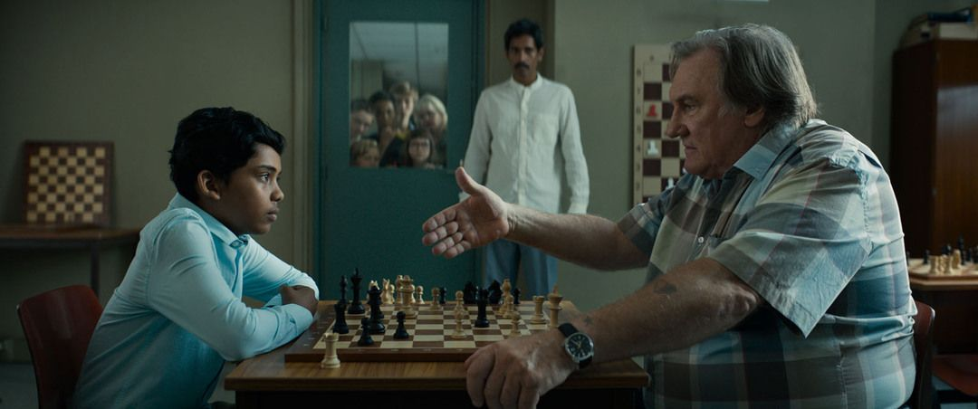 Gérard Depardieu y Assad Ahmed jugando al ajedrez