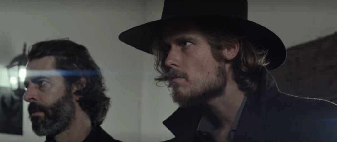 Karl (Eivaut Rischen) y Tomás (Eduardo Noriega)