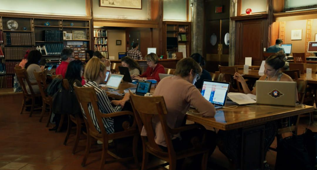 El interior de la biblioteca