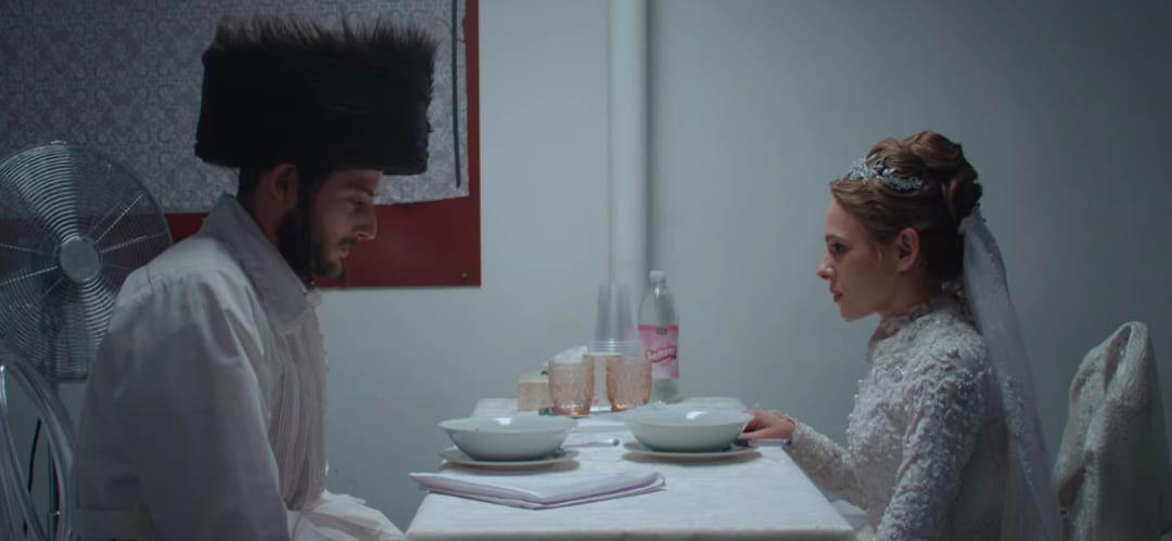 Escena de la serie Unorthodox de Netflix