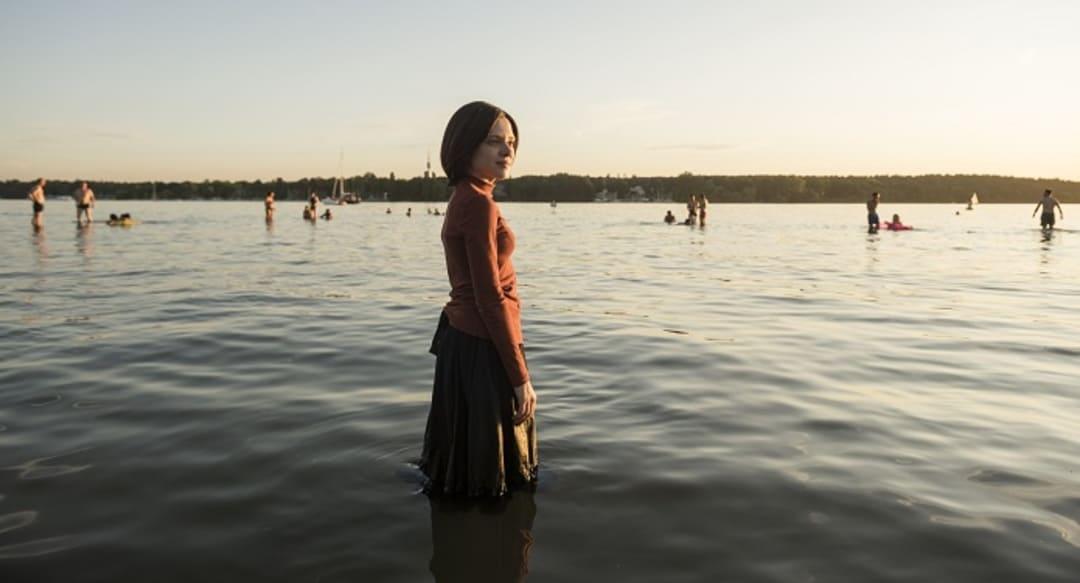Esty (Shira Haas) la protagonista de la serie