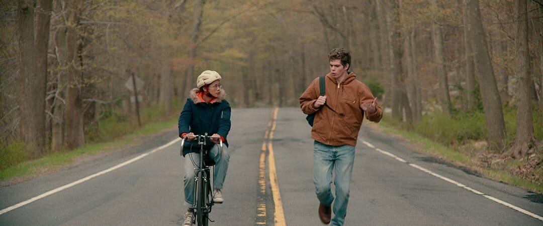 Paul Munsky (Daniel Diemer) y Ellie Chu (Leah Lewis)