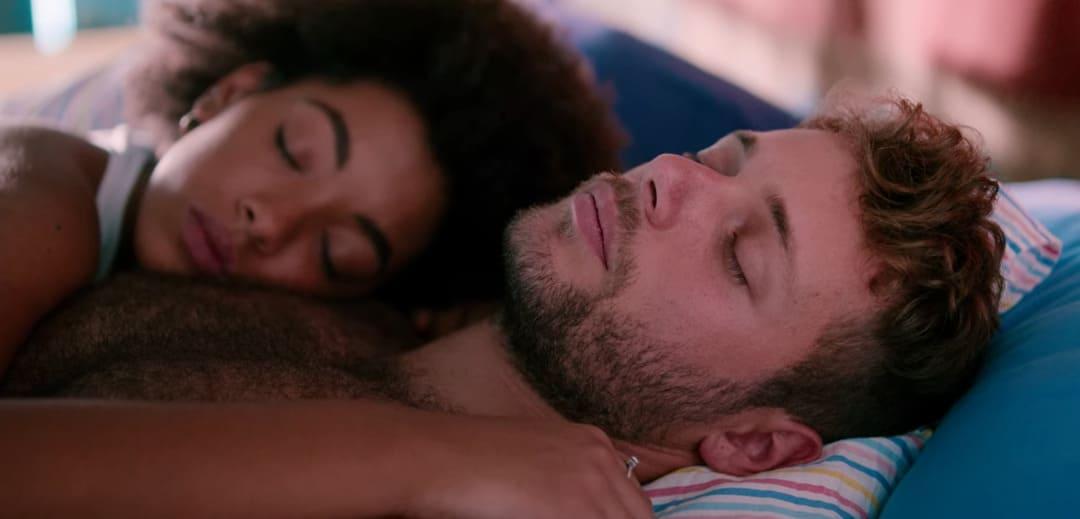 Summer(Coco Rebecca Edogamhe) y Ale (Ludovico Tersigni)