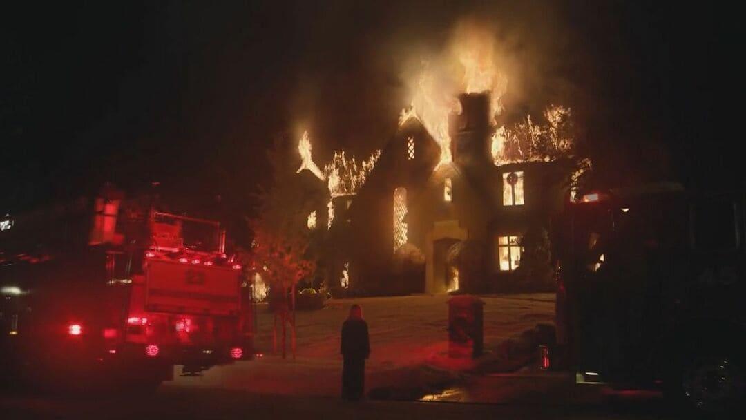La casa de Elena Richardson en llamas