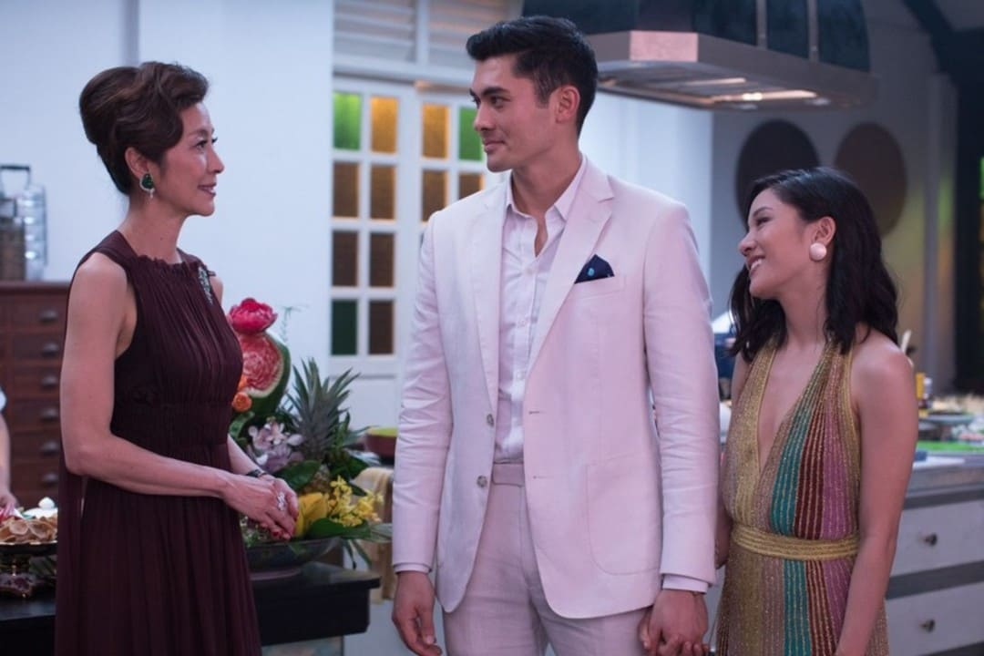 Constance Wu y Henry Golding