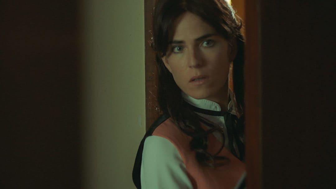 Karla Souza en la serie