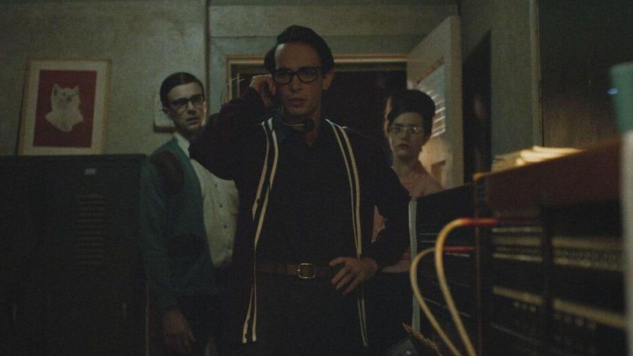 Escena de la película The vast of night (2020)