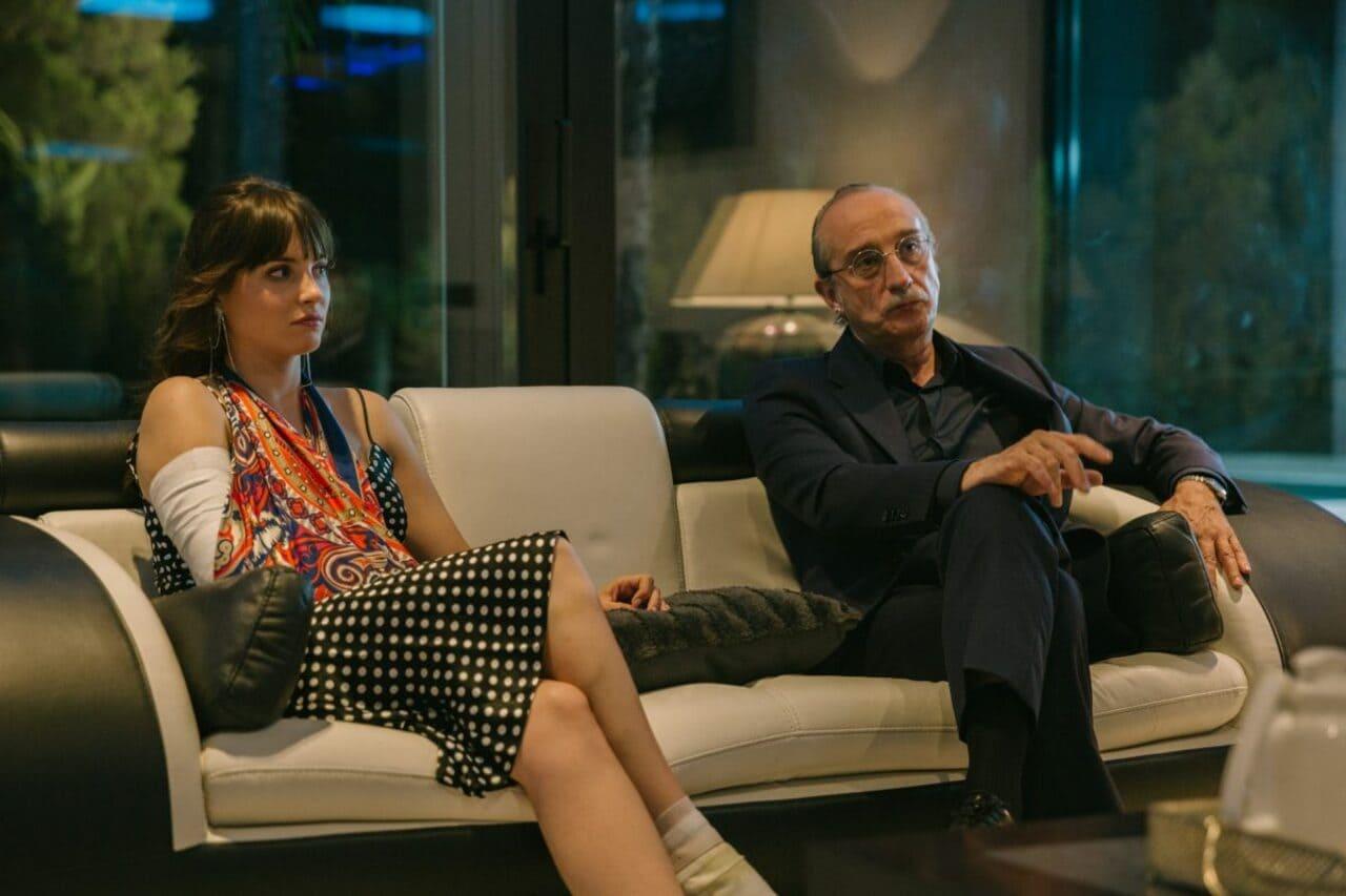 Escena de la película La maldición del guapo (2020)
