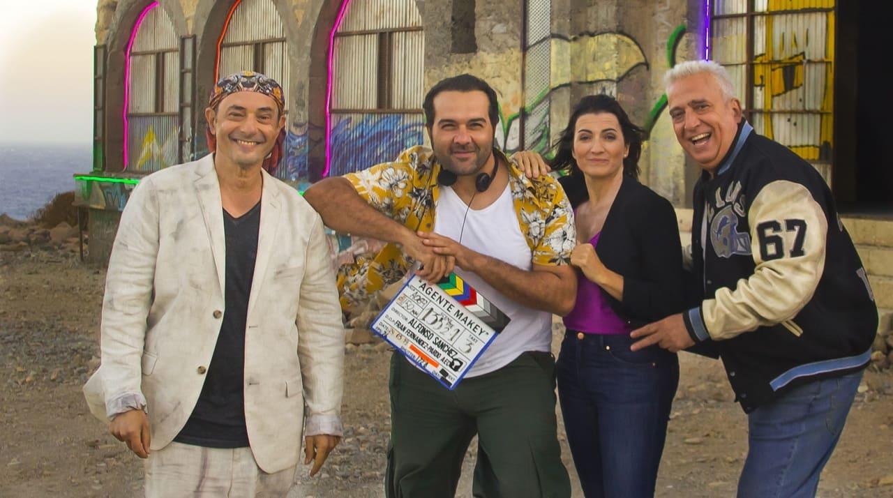 Alfonso Sánchez junto al reparto de la cinta