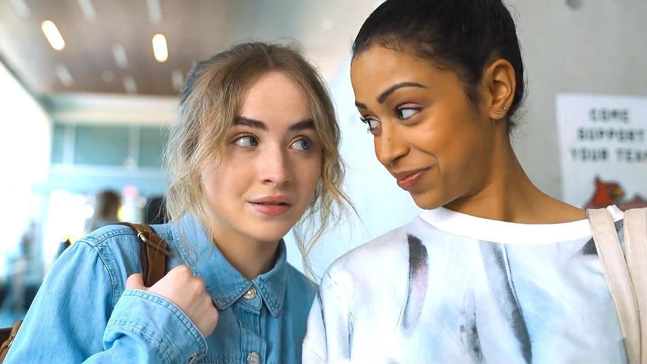Sabrina Carpenter y Liza Koshy