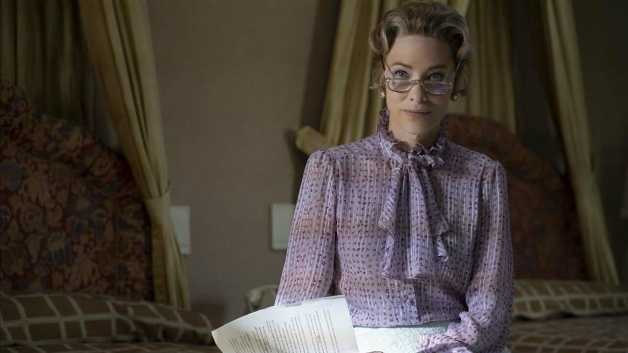 Escena de la serie Mrs. America de HBO