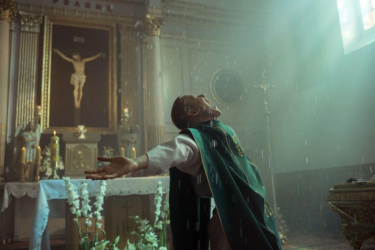 Escena de la película Corpus Christi (2019)
