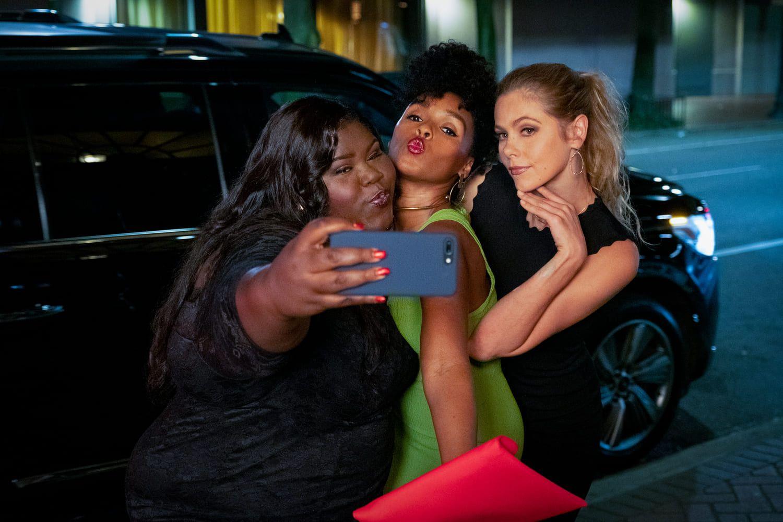 Imagen de las actrices Gabourey Sidibe, Janelle Monáe y Lily Cowles en un fotograma de la película Antebellum