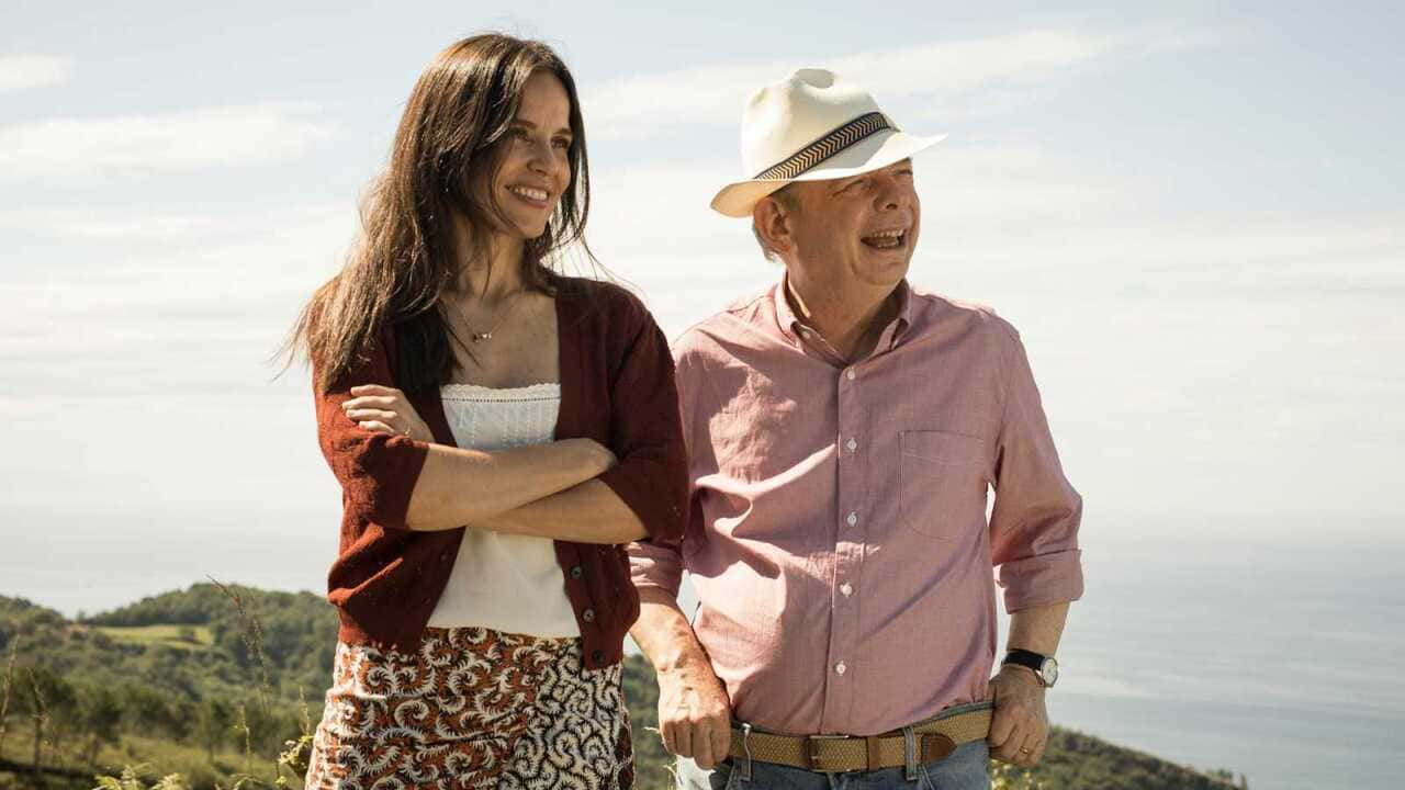 Wallace Shawn y Elena Anaya